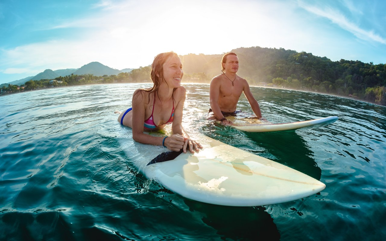 Couple de surfer au Costa Rica