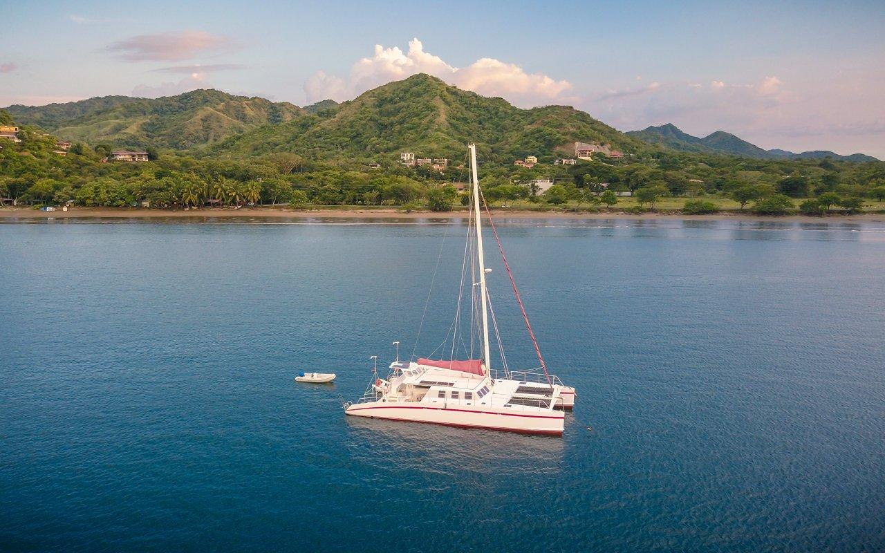 Image aérienne d'un catamaran au Costa Rica