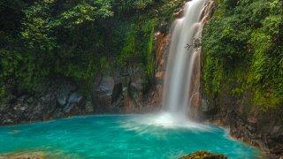 Cascade de Rio Celeste au Costa Rica
